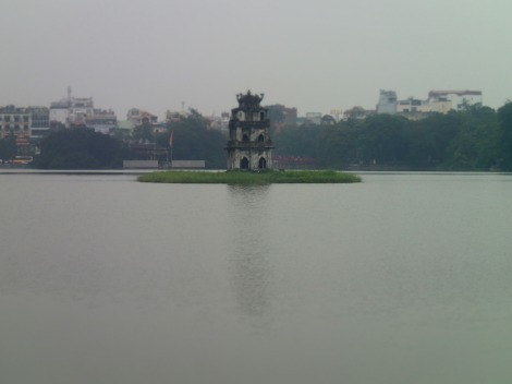 This statue in the middle of the lake represents the middle of the city