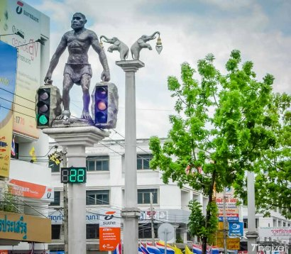 krabi_town_caveman_traffic_lights